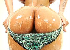 Skin Diamond Slippery Wet Ass Gets Wrecked