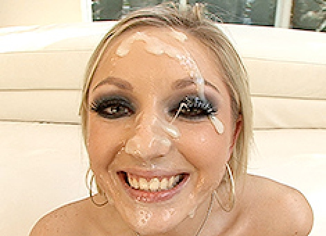 Kylee Reese Gets A Facial From The Brother Load